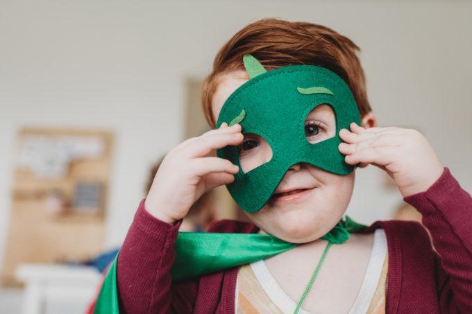 【顔出し無しで稼ぐ】仮面やサングラスで顔を隠してYouTuberになり収益を上げる方法